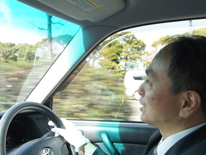 運転する国際自動車(㎞タクシー)の稼げるタクシードライバー三橋さんのアップの写真