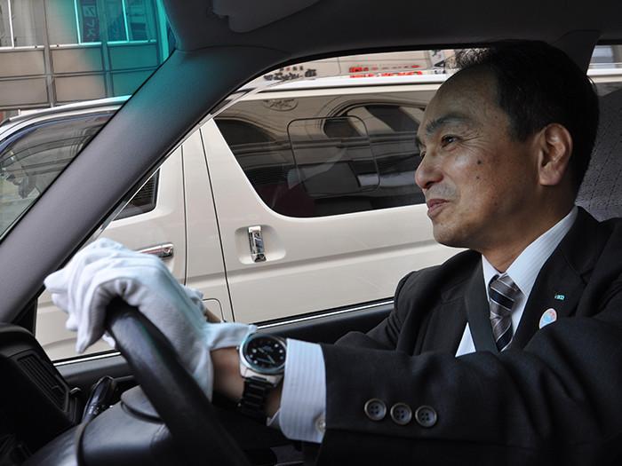 国際自動車(㎞タクシー)の稼げるタクシードライバー三橋さんの運転写真