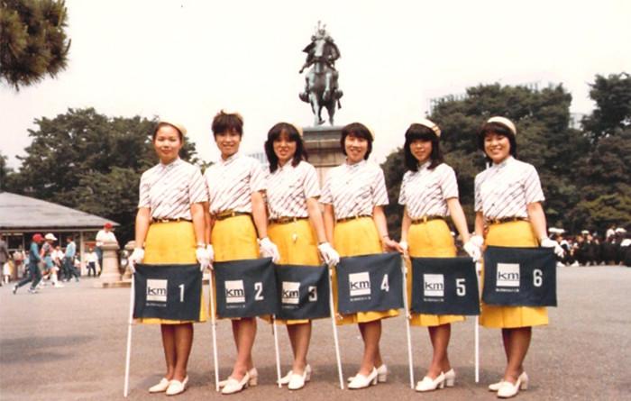国際自動車(kmタクシー)人財研修課の研修コーチ垣内さんのバスガイド時代の写真