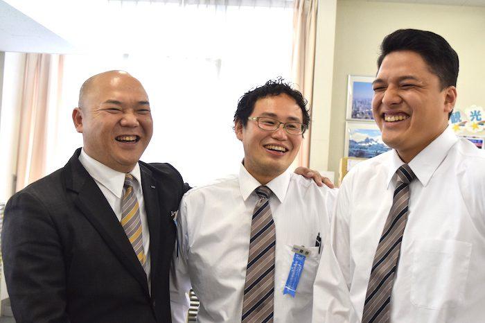 国際自動車kmタクシーのタクシードライバー西川さんと営業所の同僚
