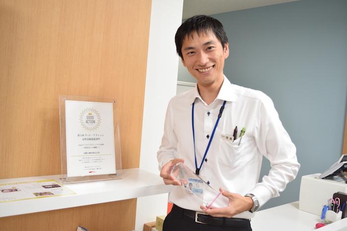 国際自動車(㎞タクシー)の元タクシードライバーで現在は人財採用課(人事)の福島さんの笑顔の写真