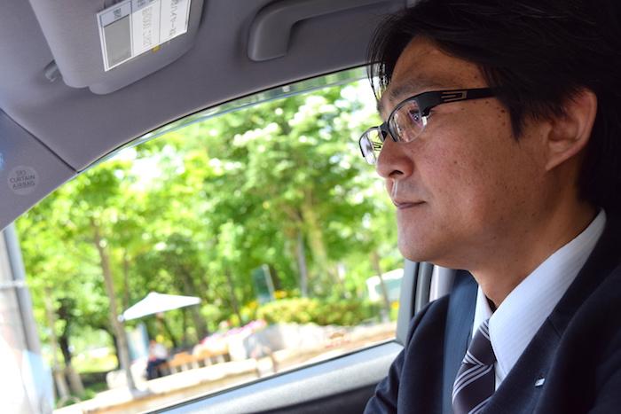 40代から憧れのハイヤードライバーに転職し、満足している松邨さんの横顔