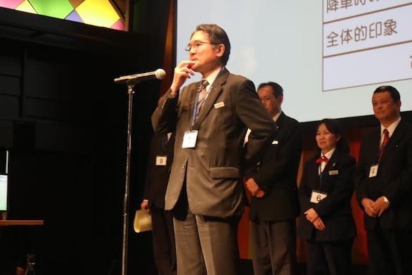 国際自動車(㎞タクシー)の英語が話せるタクシードライバー平木さんのスピーチ写真