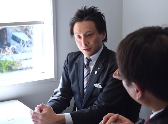 国際自動車(㎞タクシー)の英語が話せるTSTiE(タスティー)認定タクシードライバー森さんのインタビューの様子