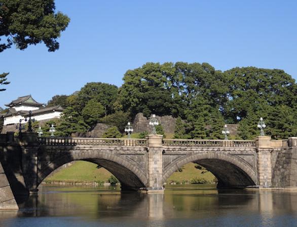 国際自動車(㎞タクシー)の英語が話せるイケメンタクシードライバー森さんが説明している、二重橋の写真