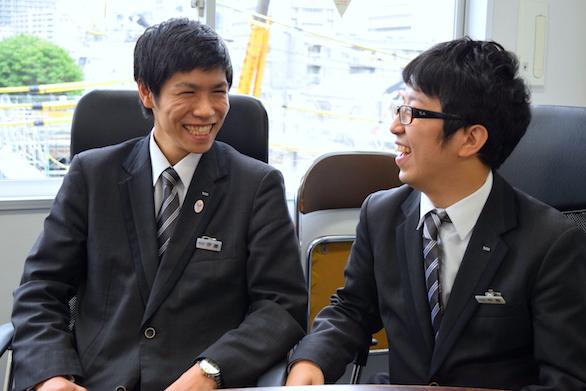 国際ハイヤー株式会社のイケメンハイヤードライバー二人の写真