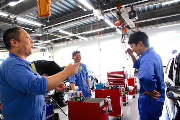 国際自動車(㎞タクシー)板橋整備工場で働く新卒整備士小林さんの写真