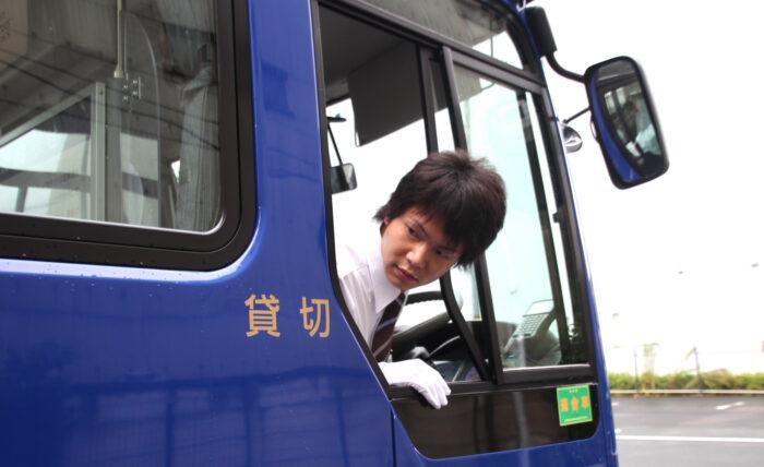 国際自動車のシャトルバスドライバー中村さんの安全確認