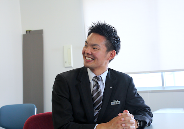 国際ハイヤー株式会社のハイヤードライバー高橋さんのインタビュー風景