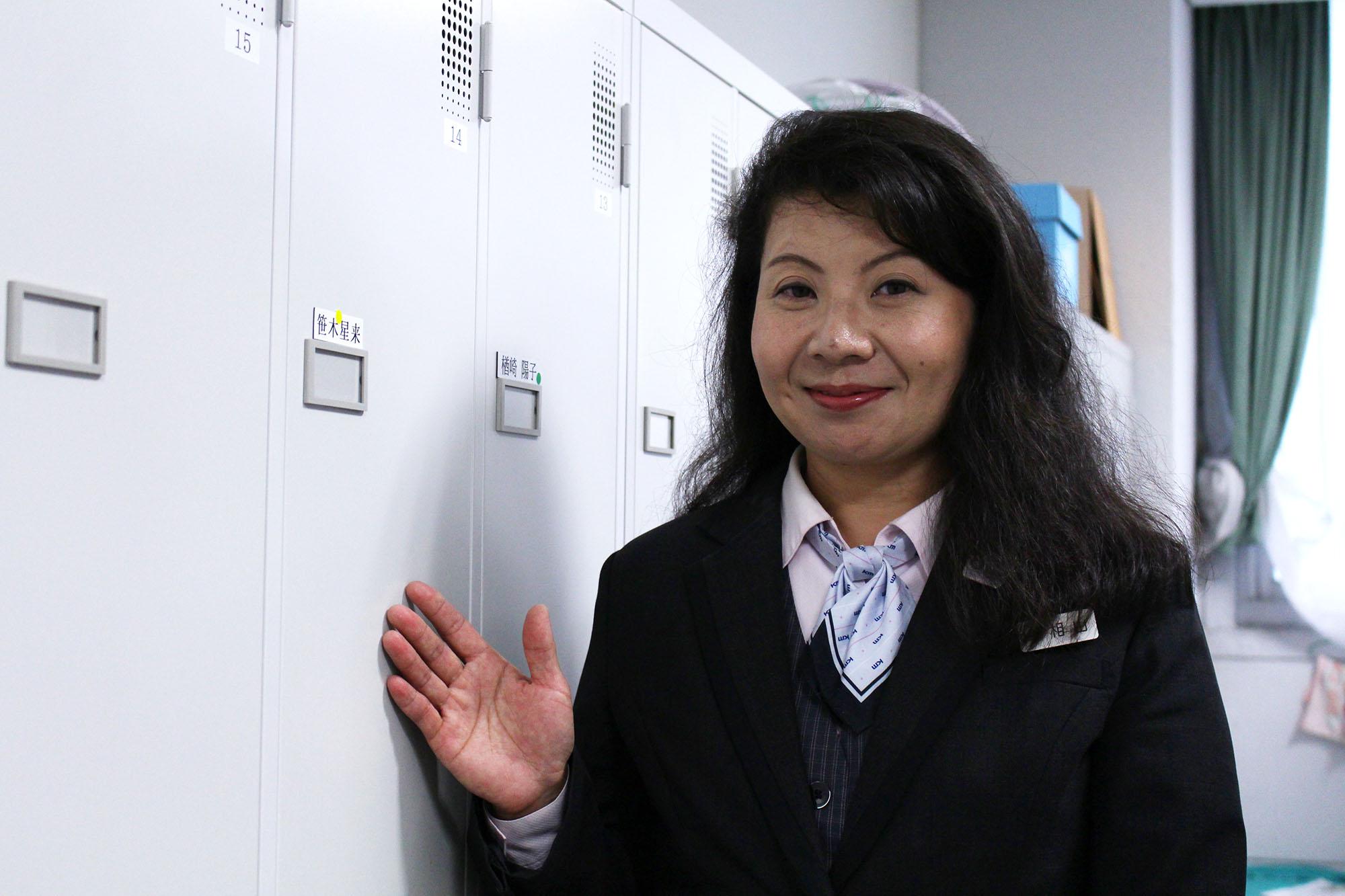 女性用更衣室が整備された国際自動車(kmタクシー)で女性タクシードライバーとして働く相山さん