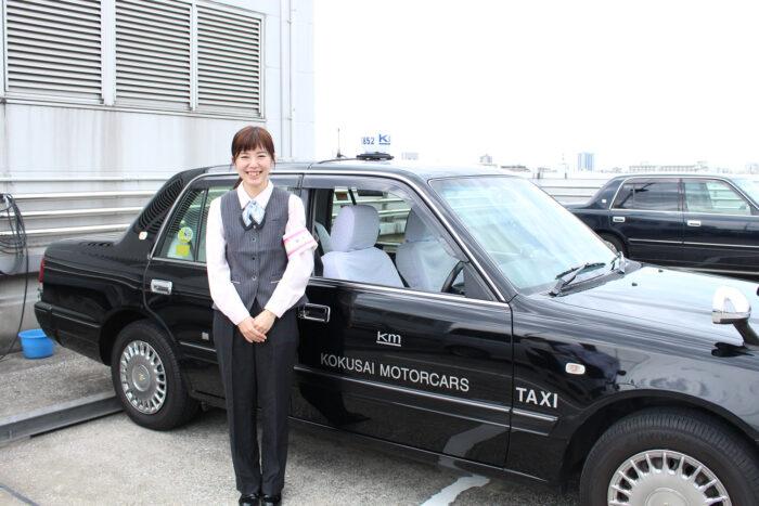 国際自動車(kmタクシー)のタクシードライバー笹木さんのとびきりの笑顔!