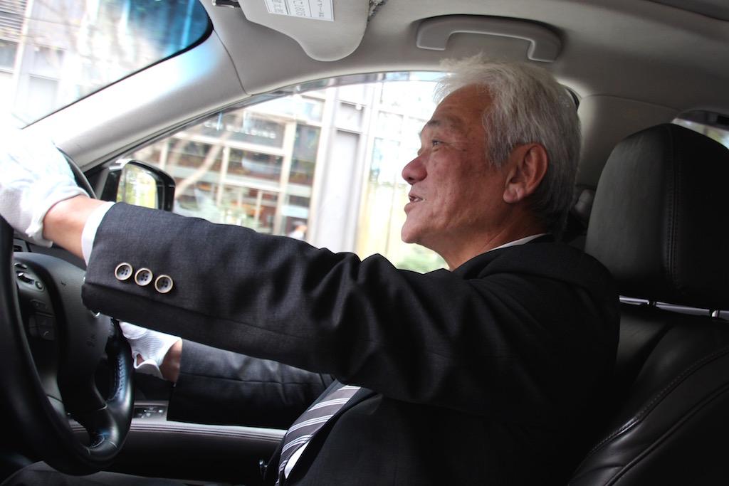 国際ハイヤー(km)でベテラン ハイヤードライバーとして働く中途社員今井さんの写真